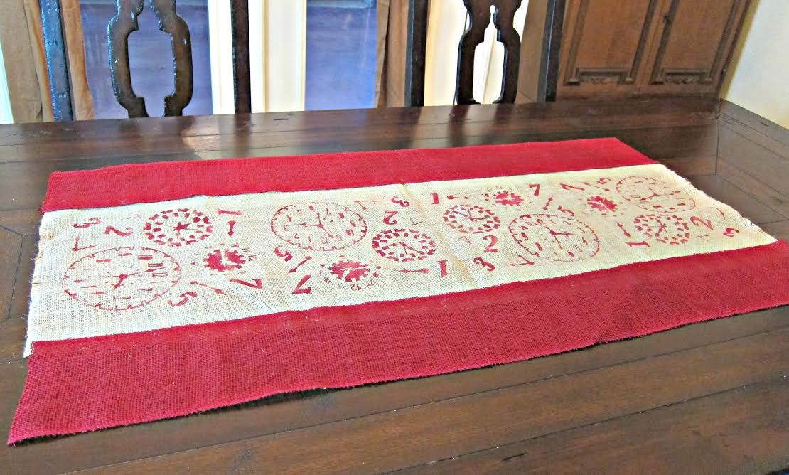 burlap1 DIY Burlap Table Runner   By Morena of Morenas Corner