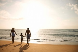 Family Silhouette 86520167 300x200 Summer Vacation Canvas Ideas
