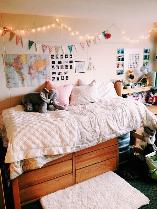 x2858 How to Decorate a College Dorm