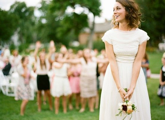 BouquetThrow Celebrating Your Big Day: 6 Essential Wedding Photos