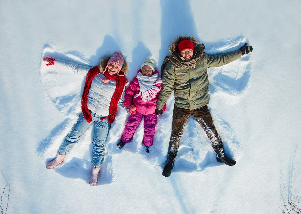 SnowAngels 9 Fun Family Photo Ideas for Holiday Cards