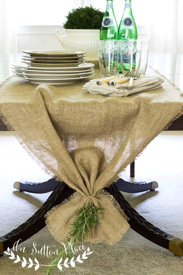 burlap table runner with twine 12 DIY Decoration Ideas for the Thanksgiving Table