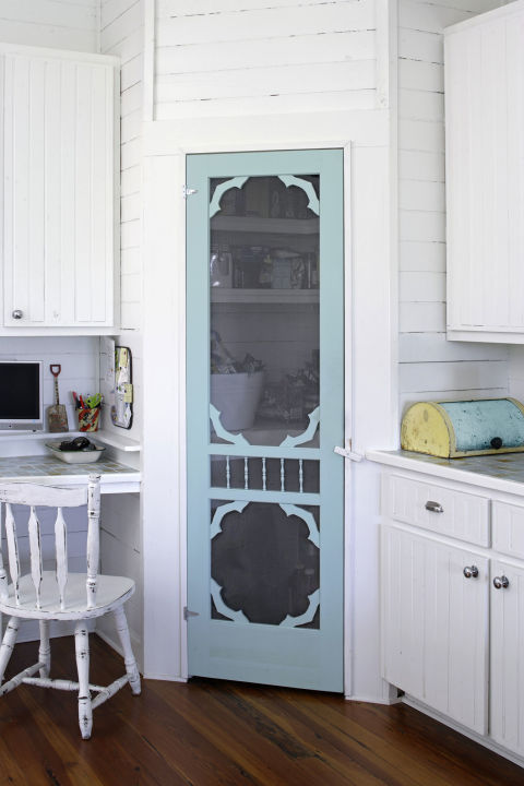 Vintage Screen Door 12 Fabulously Fresh DIY Ideas for Your Spring Home Decor